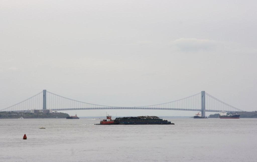 Мост Верразано, названный в честь итальянского мореплавателя (а на самом деле пирата) Джованни Верразано, которые впервые высадился на Нью-Йоркщине в 1524 году