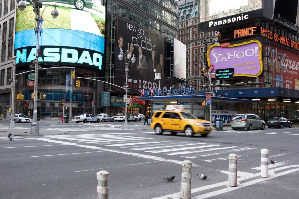 На маленьком пятачке Таймс-Сквер на Таймс Сквер (Times Square) находится не только пожарное отделение, но даже рекрутинговое бюро нью-йоркской полиции