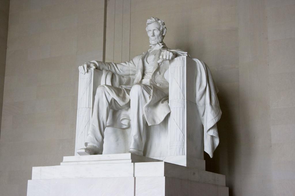 Линкольн, восседающий на троне