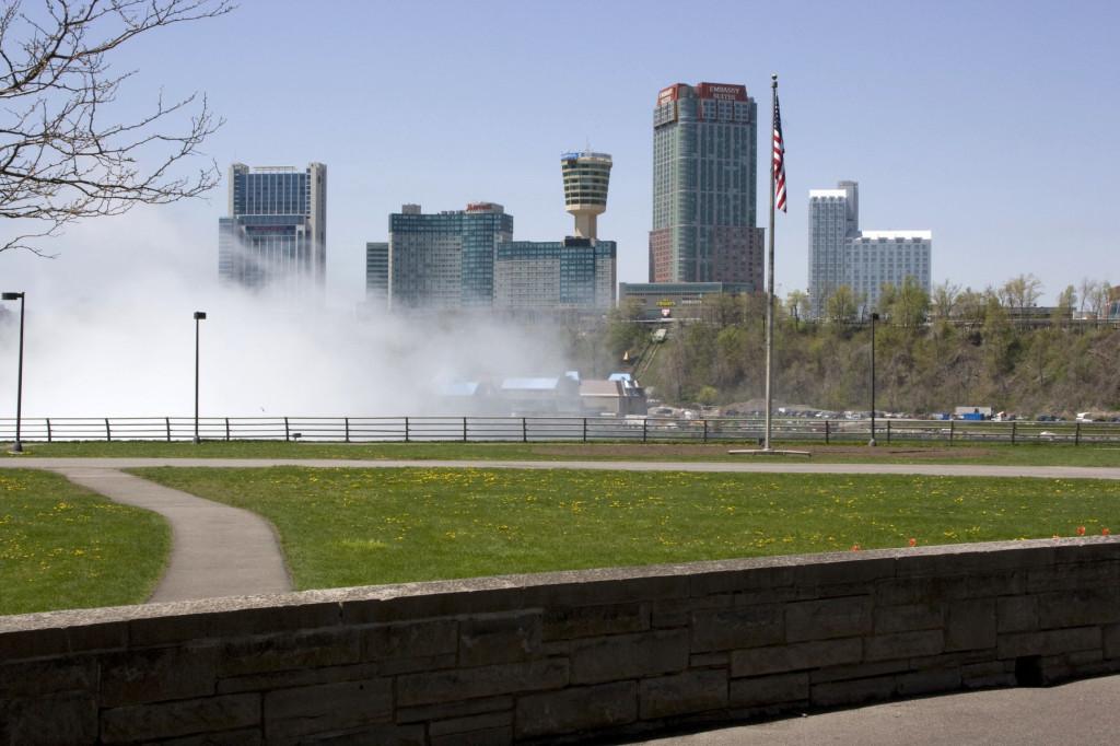 Водяной туман над Ниагарским водопадом