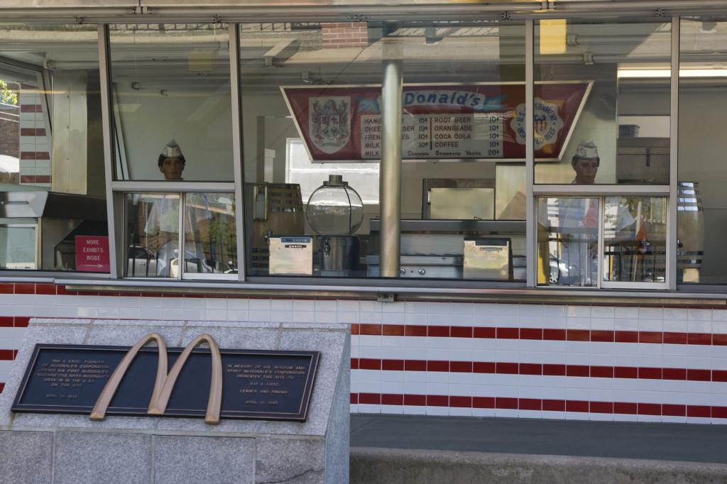 Интерьер первого в мире ресторана Макдоналдс