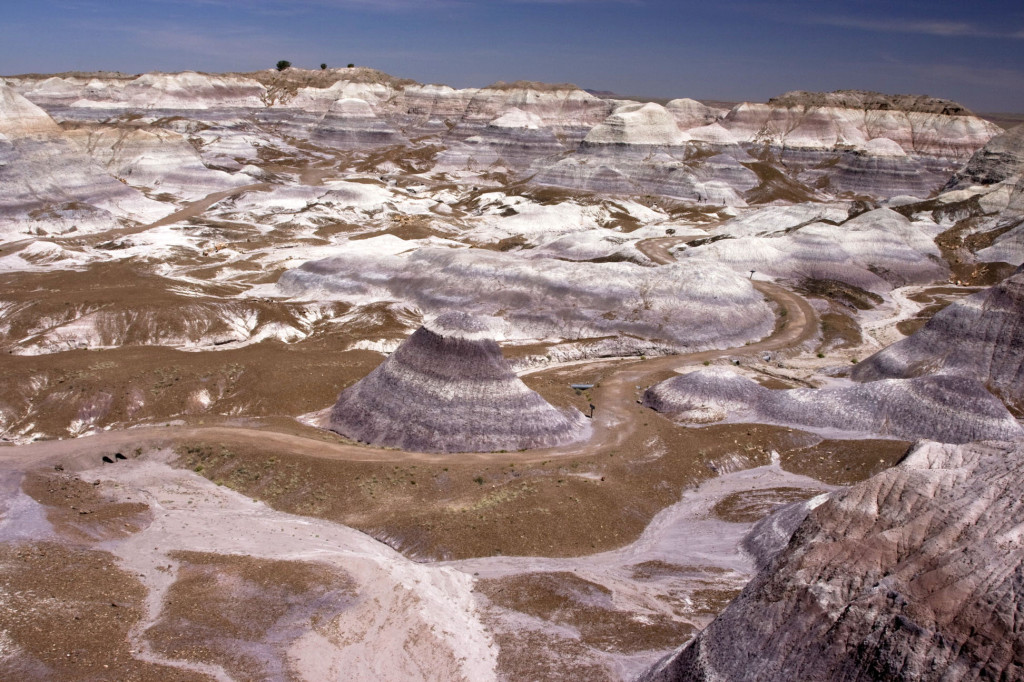 Потрясающие голубовато-серые холмы Blue Mesa