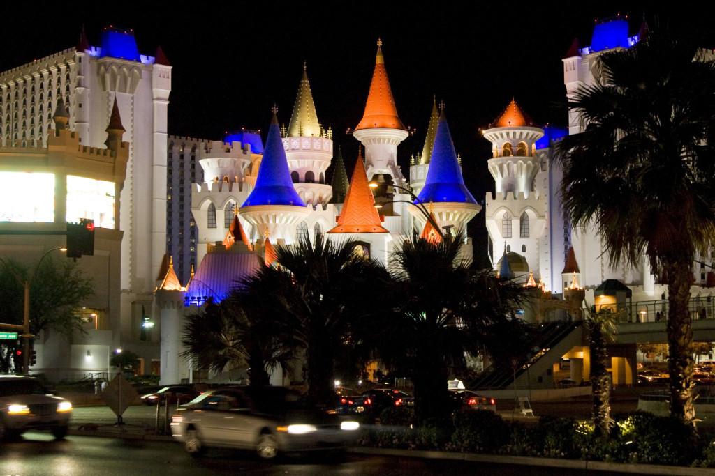 Отель Excalibur - настоящий сказочный замок из саги о короле Артуре и рыцарях круглого стола