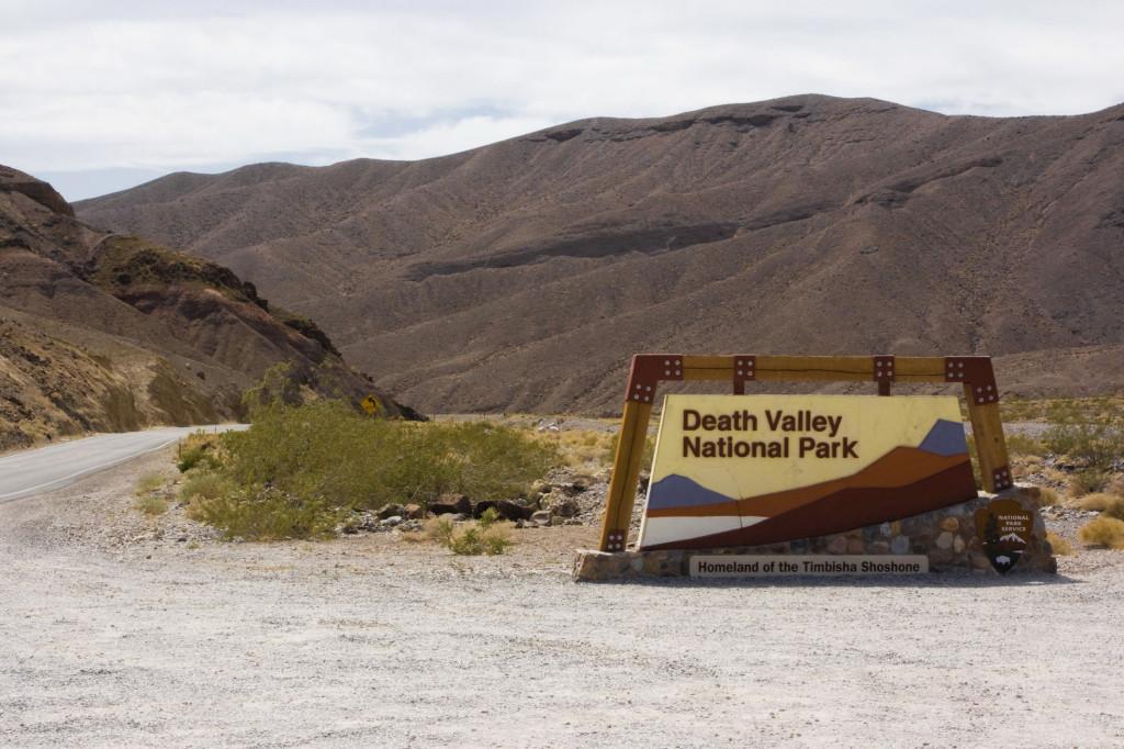У въезда в Долину Смерти (Death Valley National Park)