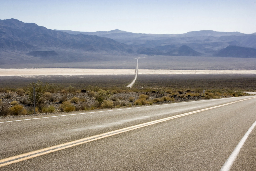 Долина Смерти, впереди соленое озеро