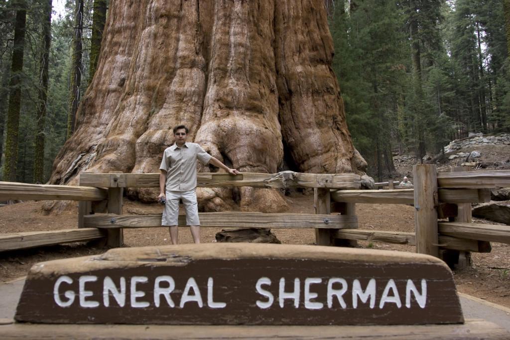 Памятный кадр у Генерала Шермана