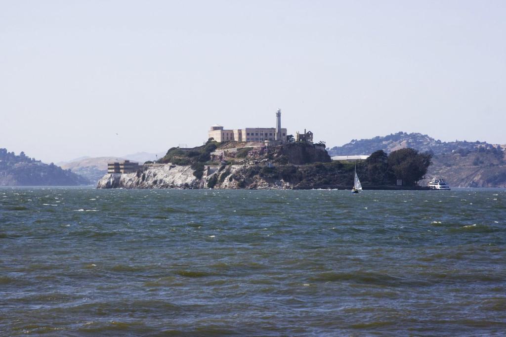 Остров Алькатрац во всей красе. Вид с пирса 39. Кстати, про Алькатрац был снят отличный, по моему мнению, фильм «Скала» (The Rock) с Николасом Кейджем и Шоном Коннери