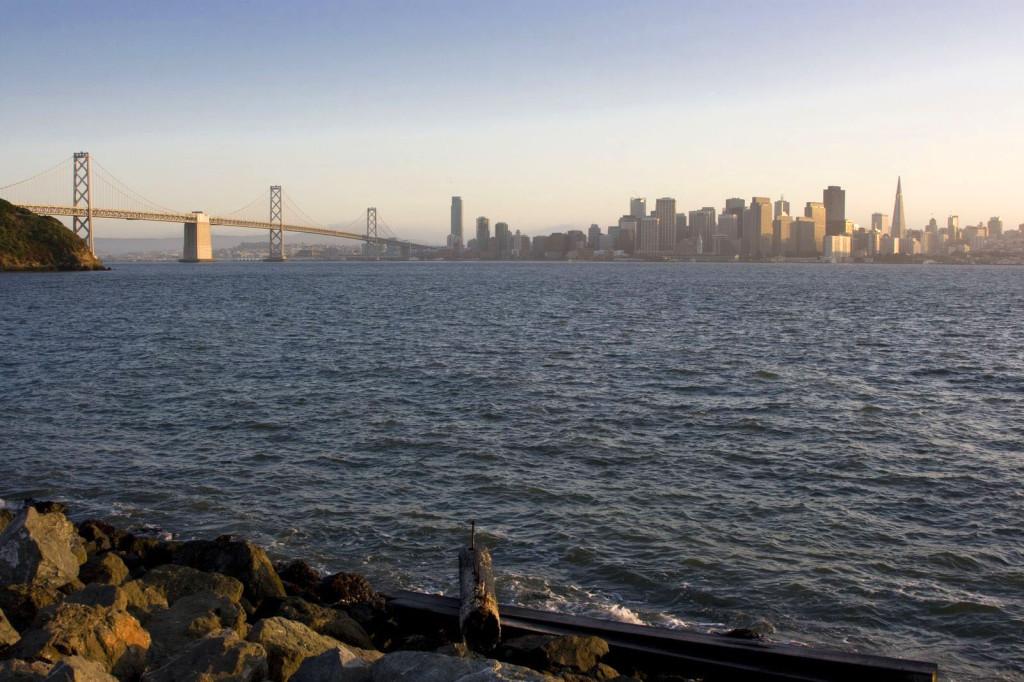 С острова Сокровищ открывается совершенно шикарный вид на Сан-Франциско и мост Bay Bridge