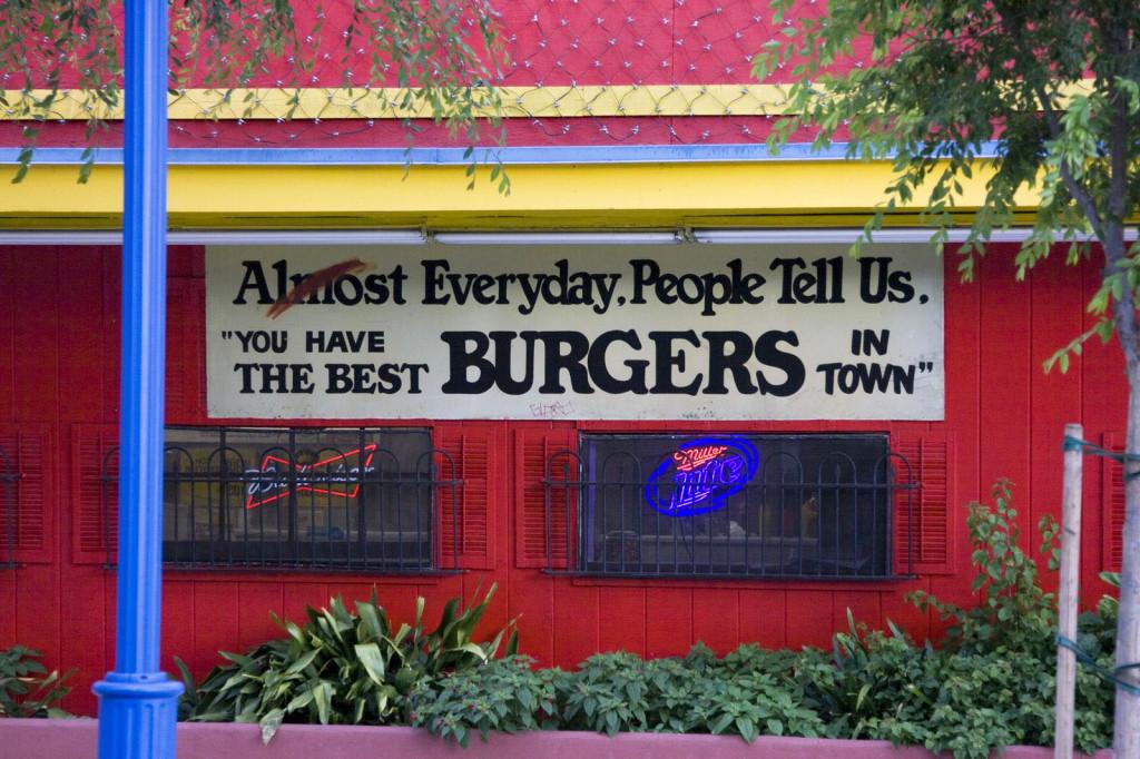 Бургеры в Америке можно купить везде. А лучшие продаютсяв этой забегаловке между Беверли Хиллз и Голливудом